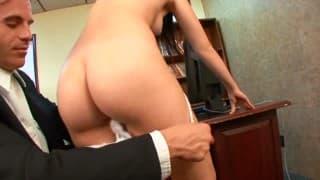 Ashlyn Rae libera sua buceta para o seu futuro chefe