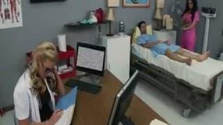 Duas enfermeiras bem porcas