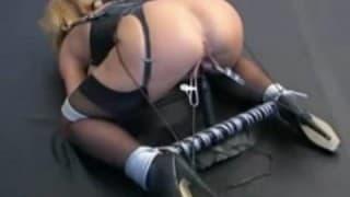 Buceta de loira é torturada