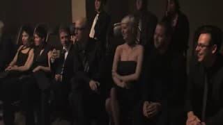 Sessão de sexo extremo com vários espectadores