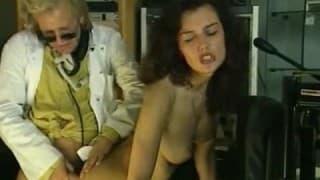 Porno vintage com morena peluda