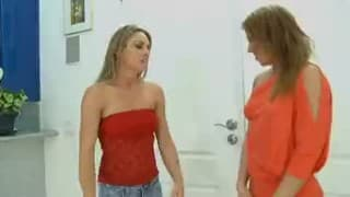 Mulher madura fode namorado da filha