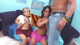 Divertimento com duas anãs lésbicas !