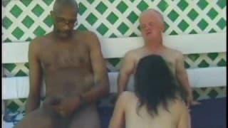 Mulher foda com um anão e um preto