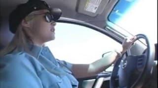 Mulher policia em plena acção