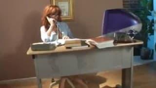 Esta secretária adora foder