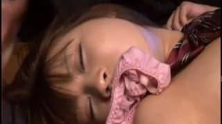 Menina asiática vai levar no rabo