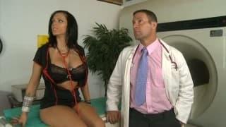 Esta enfermeira vai divertir