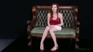 Ally Evans testa seu novo brinquedo sexual