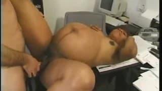 A secretária grávida, fodendo no escritório
