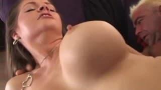 Uma mulher muito peluda recheada de porra!