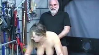 Uma mulher com tesão dominada por seu marido