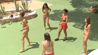 Lésbicas brincando com seu clitóris...