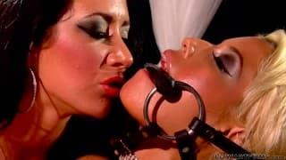 Bridgette B e Jayden James gostam de sexo lésbico