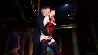 Samantha Bentley para um strip tease e uma foda