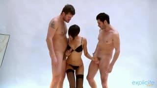 Jasmine Arabia - Dois rapazes só para ela