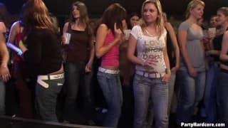 Putas fodendo num clube noturno