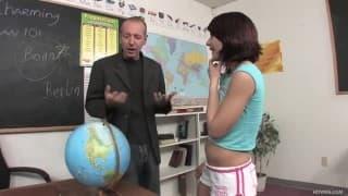Dahlia DeNyle- o pênis de seu professor é enorme