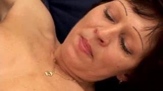 Leona- buceta madura e peluda