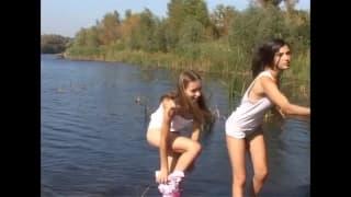 Duas meninas que gostam de se acariciar