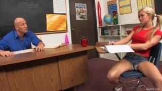 Crista Moore- Estudante com tesão e peitos enormes