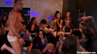 Grandes putas em um clube swinger!