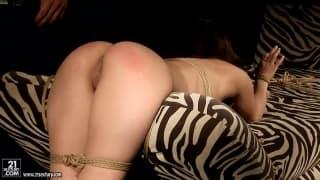 Alesya adora bondage