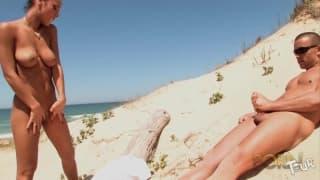 Jade Laroche faz sexo na praia