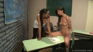 BDSM sexo com Mandy Bright e Bambi