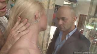 Cena hardcore para a porno star loira Anita Hengher