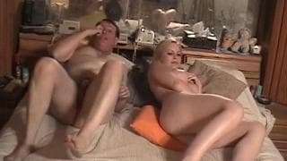 Meghan Edison - uma cena pornô com um coroa maduro