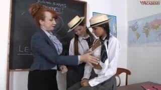 Três mulheres adoram sexe a três