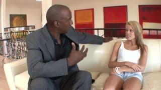 Aiden Aspen em uma sessão de sexo com um pau negro