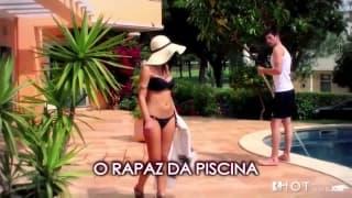 Dona de casa latina toma pau do pool boy