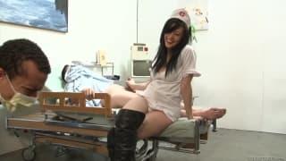 Vanessa Naughty- A enfermeira safada em um gangue bangue