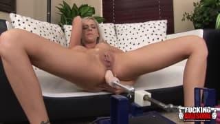 Kaylee Hitlon aproveita uma boa dupla masturbação