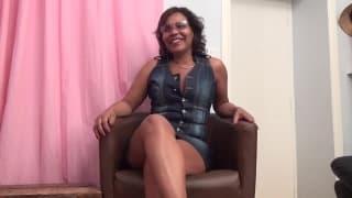 Fiona é uma coroa latina em seu primeiro filme pornô