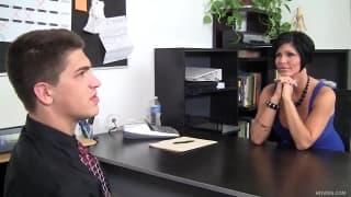 Shay Fox chupa pau depois de uma entrevista