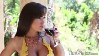 A linda Lisa Ann gosta muito de masturbar sua buceta