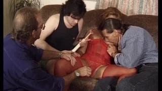 Barbara é perfurada em uma dupla penetração