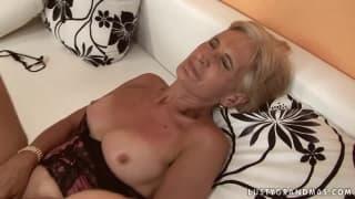 A avó em uma sessão de sexo profundo