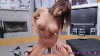 Madison Ivy mostra seu amor pelo sexo e pela rola