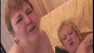 Amalie e Agata são lésbicas maduras
