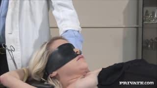 Kissy Kapri visita um médico especial