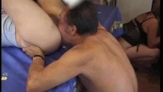 Duas adolescentes fodem com dois coroas maduros