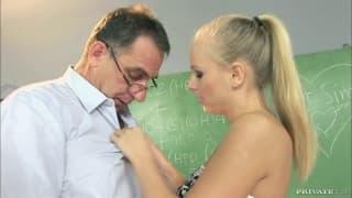 Barbie White apaixonada pelo seu antigo professor