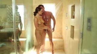 Teal Conrad paga uma massagem sensual