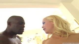 Layla Jade e sua amiga são sodomizadas em conjunto