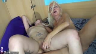 Uma lésbica velha e uma jovem fodem gostoso