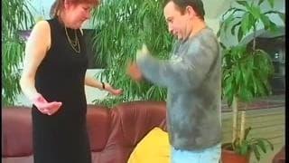Stepanka fode gostoso no sofá